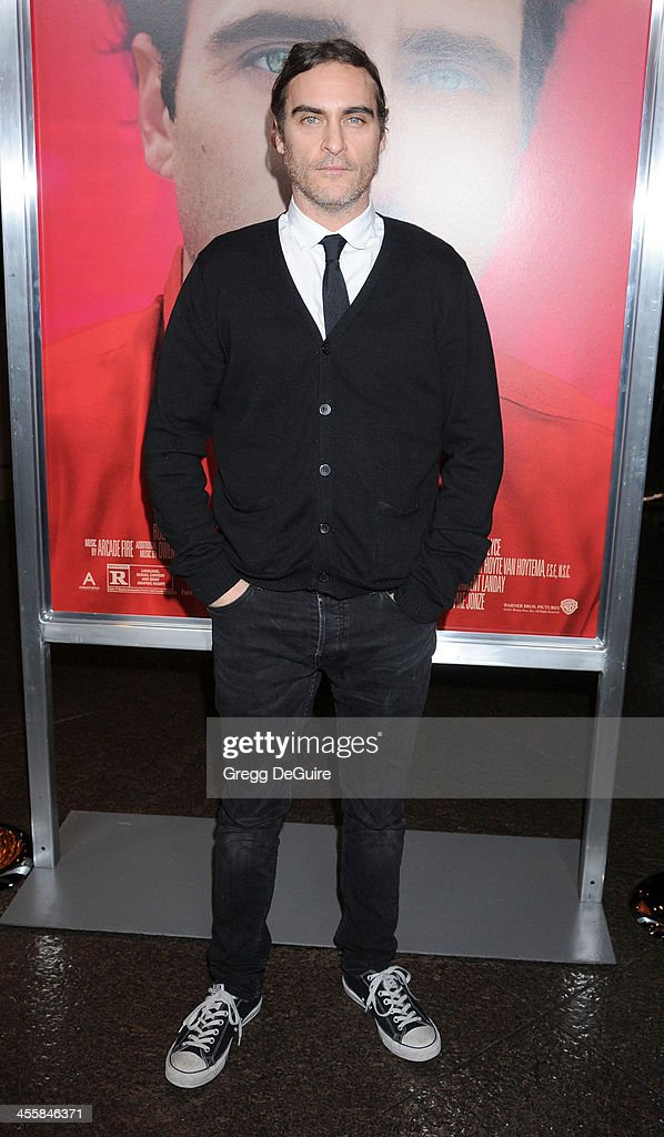 Actor <a gi-track='captionPersonalityLinkClicked' href=/galleries/search?phrase=Joaquin+Phoenix&family=editorial&specificpeople=215391 ng-click='$event.stopPropagation()'>Joaquin Phoenix</a> arrives at the Los Angeles premiere of 'Her' at Directors Guild Of America on December 12, 2013 in Los Angeles, California.