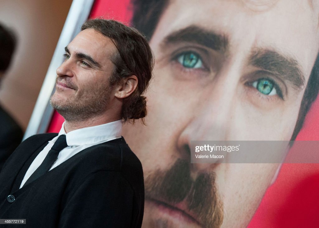 Actor <a gi-track='captionPersonalityLinkClicked' href=/galleries/search?phrase=Joaquin+Phoenix&family=editorial&specificpeople=215391 ng-click='$event.stopPropagation()'>Joaquin Phoenix</a> attends the premiere of Warner Bros. Pictures' 'Her.' at DGA Theater on December 12, 2013 in Los Angeles, California.