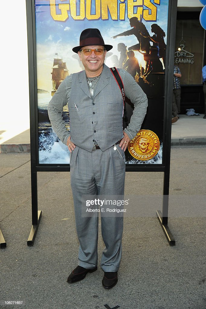Actor <a gi-track='captionPersonalityLinkClicked' href=/galleries/search?phrase=Joe+Pantoliano&family=editorial&specificpeople=203313 ng-click='$event.stopPropagation()'>Joe Pantoliano</a> attends the Warner Bros. 25th Anniversary celebration of 'The Goonies' on October 27, 2010 in Burbank, California.