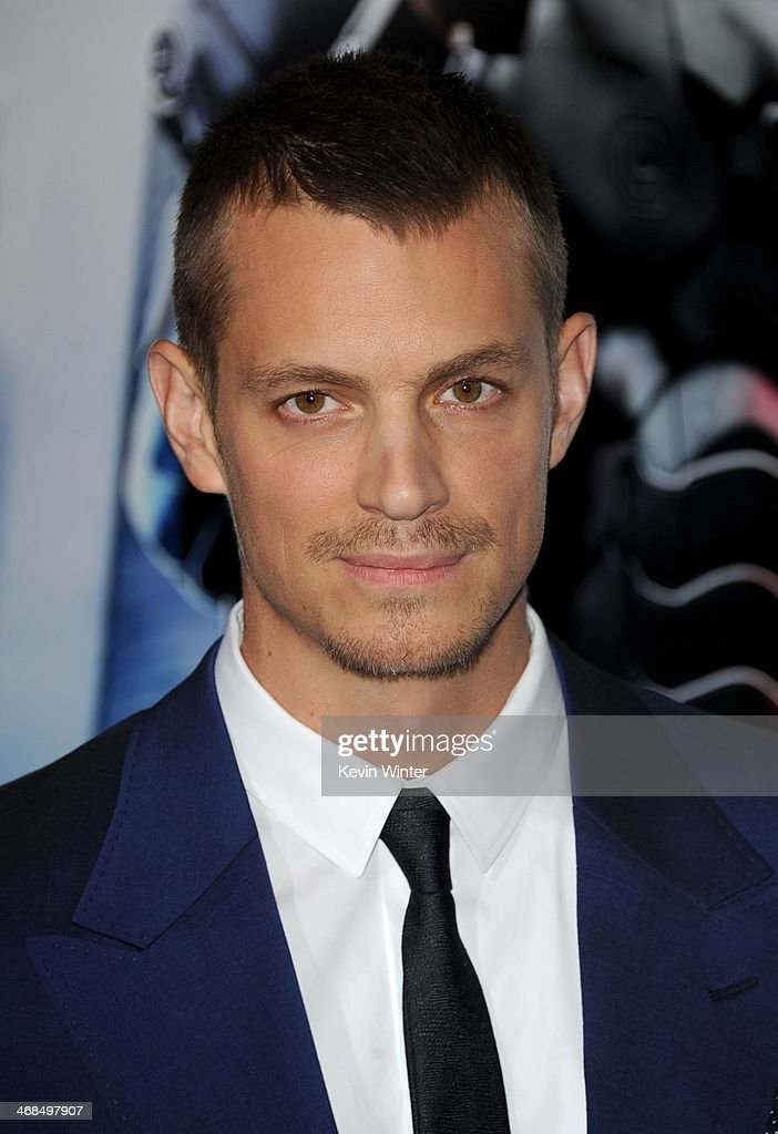 Actor <a gi-track='captionPersonalityLinkClicked' href=/galleries/search?phrase=Joel+Kinnaman&family=editorial&specificpeople=6846339 ng-click='$event.stopPropagation()'>Joel Kinnaman</a> arrives at the premiere of Columbia Pictures' 'Robocop' at TCL Chinese Theatre on February 10, 2014 in Hollywood, California.