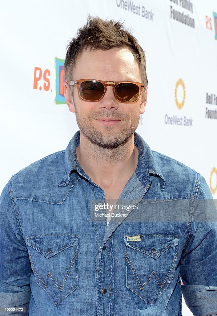Actor <a gi-track='captionPersonalityLinkClicked' href=/galleries/search?phrase=Joel+McHale&family=editorial&specificpeople=754384 ng-click='$event.stopPropagation()'>Joel McHale</a> attends the creative arts fair and family day 'Express Yourself', supporting P.S. ARTS, at Barker Hangar on November 11, 2012 in Santa Monica, California.