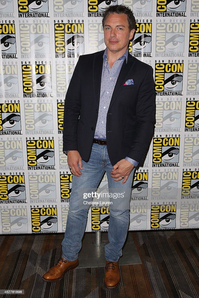Actor <a gi-track='captionPersonalityLinkClicked' href=/galleries/search?phrase=John+Barrowman&family=editorial&specificpeople=217867 ng-click='$event.stopPropagation()'>John Barrowman</a> attends the 'Arrow' press room at Comic-Con International on July 26, 2014 in San Diego, California.