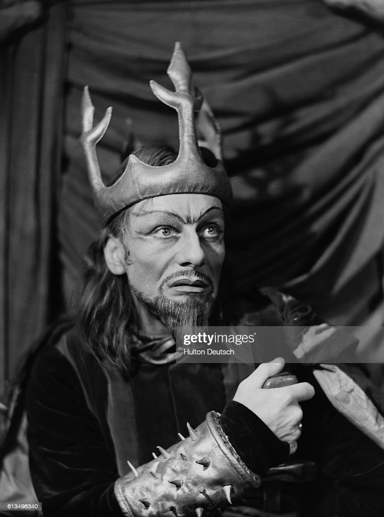 Actor John Gielgud in Macbeth at the Piccadilly Theatre, 1942.