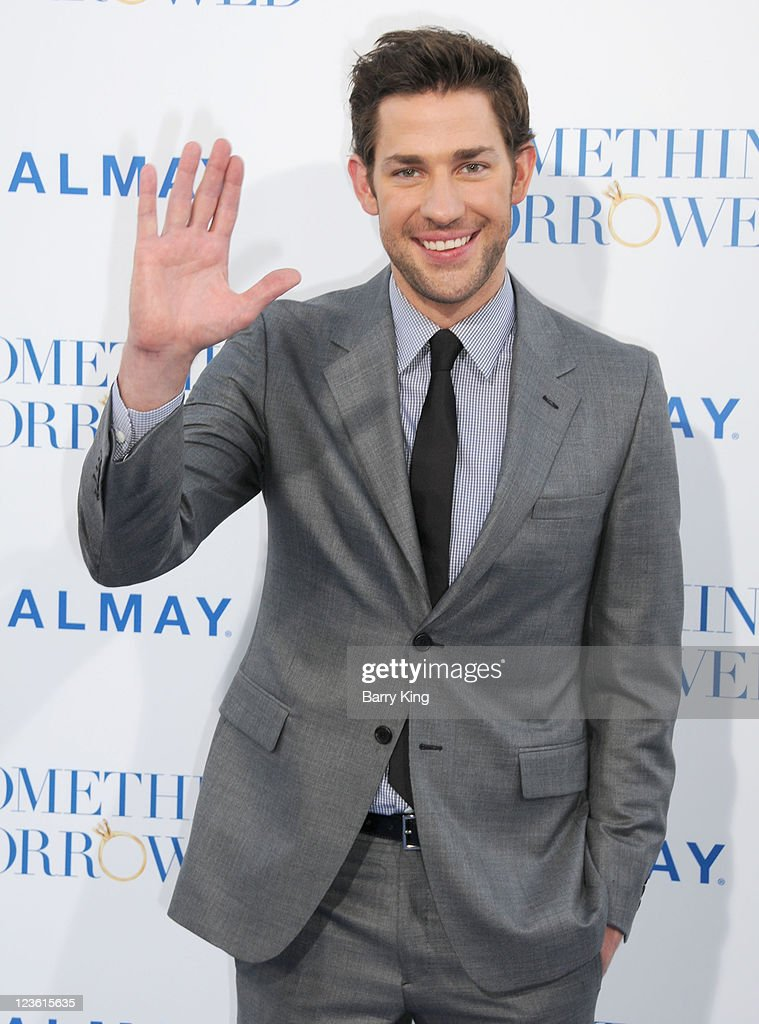 Actor <a gi-track='captionPersonalityLinkClicked' href=/galleries/search?phrase=John+Krasinski&family=editorial&specificpeople=646194 ng-click='$event.stopPropagation()'>John Krasinski</a> arrives at the Los Angeles Premiere 'Something Borrowed' at Grauman's Chinese Theatre on May 3, 2011 in Hollywood, California.