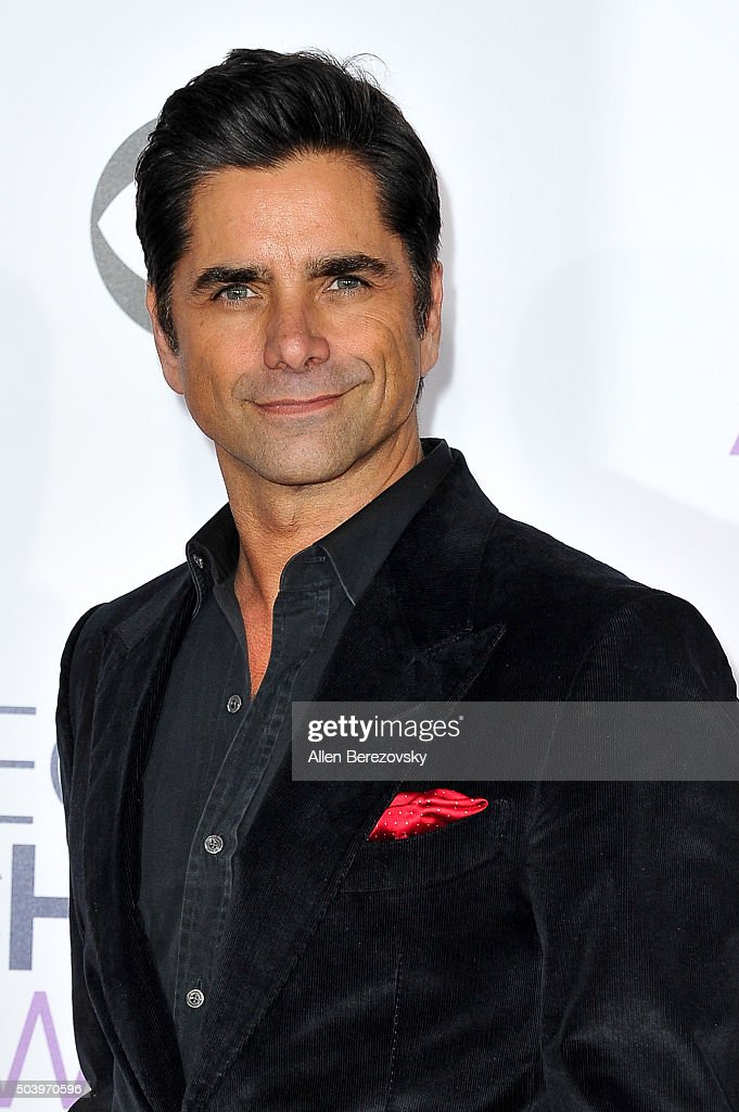 Actor John Stamos arrives at the People's Choice Awards 2016 at Microsoft Theater on January 6, 2016 in Los Angeles, California.
