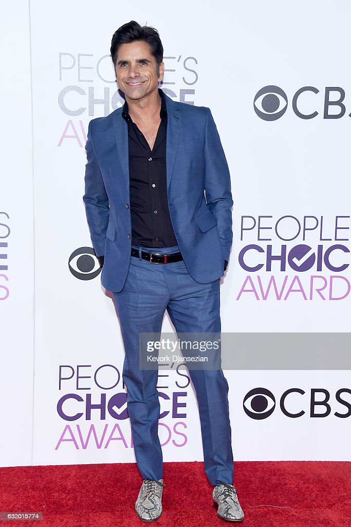actor-john-stamos-attends-the-peoples-choice-awards-2017-at-microsoft-picture-id632015774