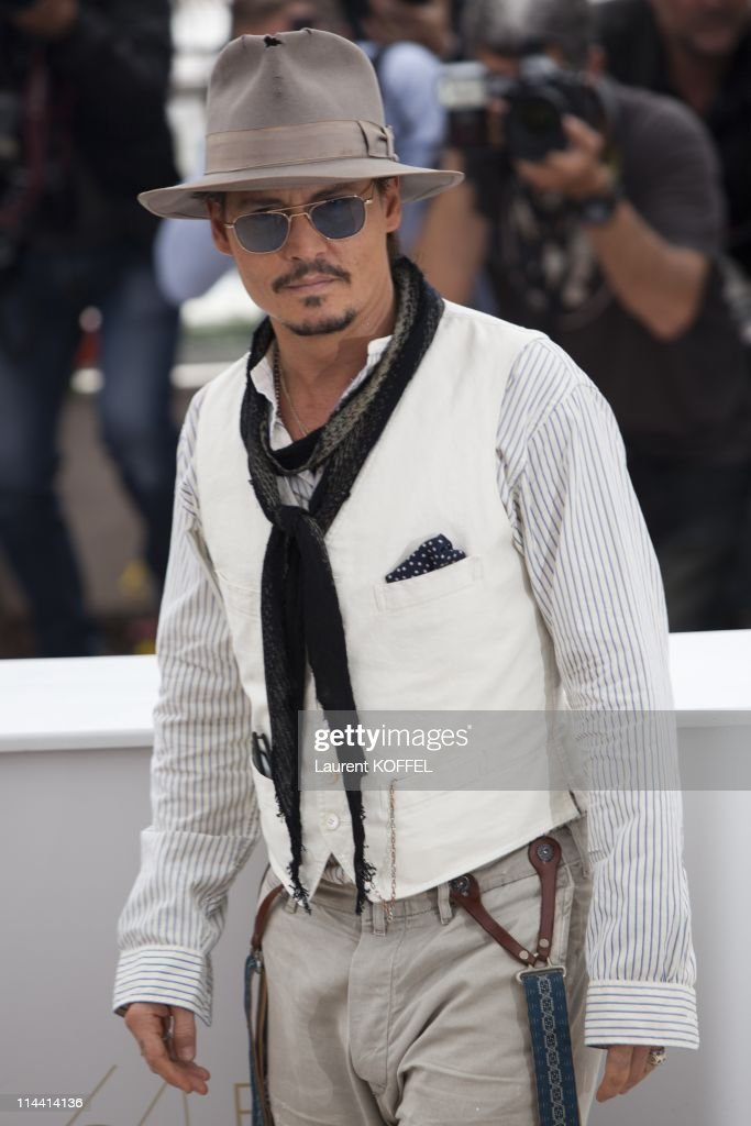 US actor <a gi-track='captionPersonalityLinkClicked' href=/galleries/search?phrase=Johnny+Depp&family=editorial&specificpeople=202150 ng-click='$event.stopPropagation()'>Johnny Depp</a> attends the 'Pirates of the Caribbean: On Stranger Tides' Photocall during the 64th Annual Cannes Film Festival at Palais des Festivals on May 14, 2011 in Cannes, France.