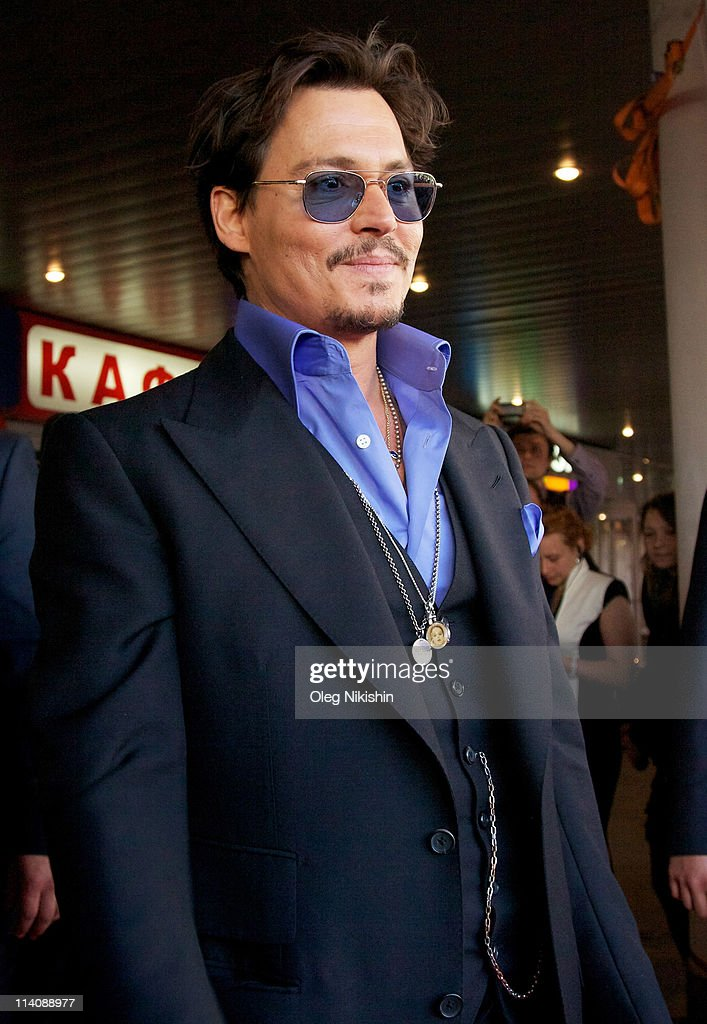 Actor <a gi-track='captionPersonalityLinkClicked' href=/galleries/search?phrase=Johnny+Depp&family=editorial&specificpeople=202150 ng-click='$event.stopPropagation()'>Johnny Depp</a> attends the Russian premiere of Pirates Of The Caribbean: On Stranger Tides on May 11, 2011 in Moscow, Russia.