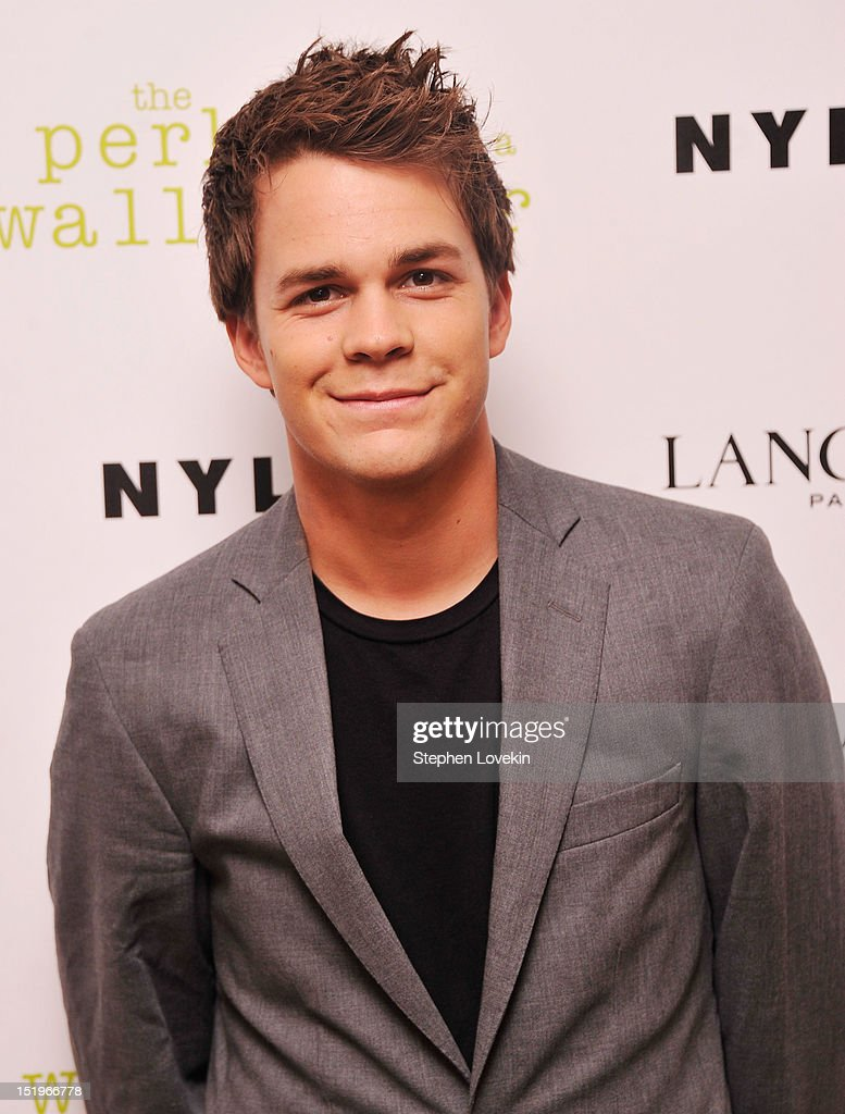 Actor <a gi-track='captionPersonalityLinkClicked' href=/galleries/search?phrase=Johnny+Simmons&family=editorial&specificpeople=4237469 ng-click='$event.stopPropagation()'>Johnny Simmons</a> attends The Cinema Society special screening of 'The Perks Of Being A Wall Flower' on September 13, 2012 in New York City.