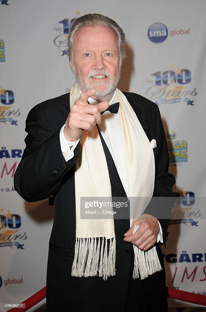 Actor <a gi-track='captionPersonalityLinkClicked' href=/galleries/search?phrase=Jon+Voight&family=editorial&specificpeople=202872 ng-click='$event.stopPropagation()'>Jon Voight</a> arrives for Norby Walters' 24nd Annual Night Of 100 Stars Oscar Viewing Gala held at Beverly Hills Hotel on March 2, 2014 in Beverly Hills, California.