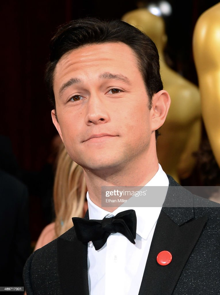 Actor <a gi-track='captionPersonalityLinkClicked' href=/galleries/search?phrase=Joseph+Gordon-Levitt&family=editorial&specificpeople=213632 ng-click='$event.stopPropagation()'>Joseph Gordon-Levitt</a> attends the Oscars held at Hollywood & Highland Center on March 2, 2014 in Hollywood, California.