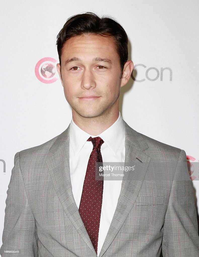 Actor <a gi-track='captionPersonalityLinkClicked' href=/galleries/search?phrase=Joseph+Gordon-Levitt&family=editorial&specificpeople=213632 ng-click='$event.stopPropagation()'>Joseph Gordon-Levitt</a>, recipient of the Breakthrough Filmmaker of the Year Award, arrives at the CinemaCon Big Screen Achievement Awards at the Pure Nightclub at Caesars Palace during CinemaCon 2013 on April 18, 2013 in Las Vegas, Nevada.