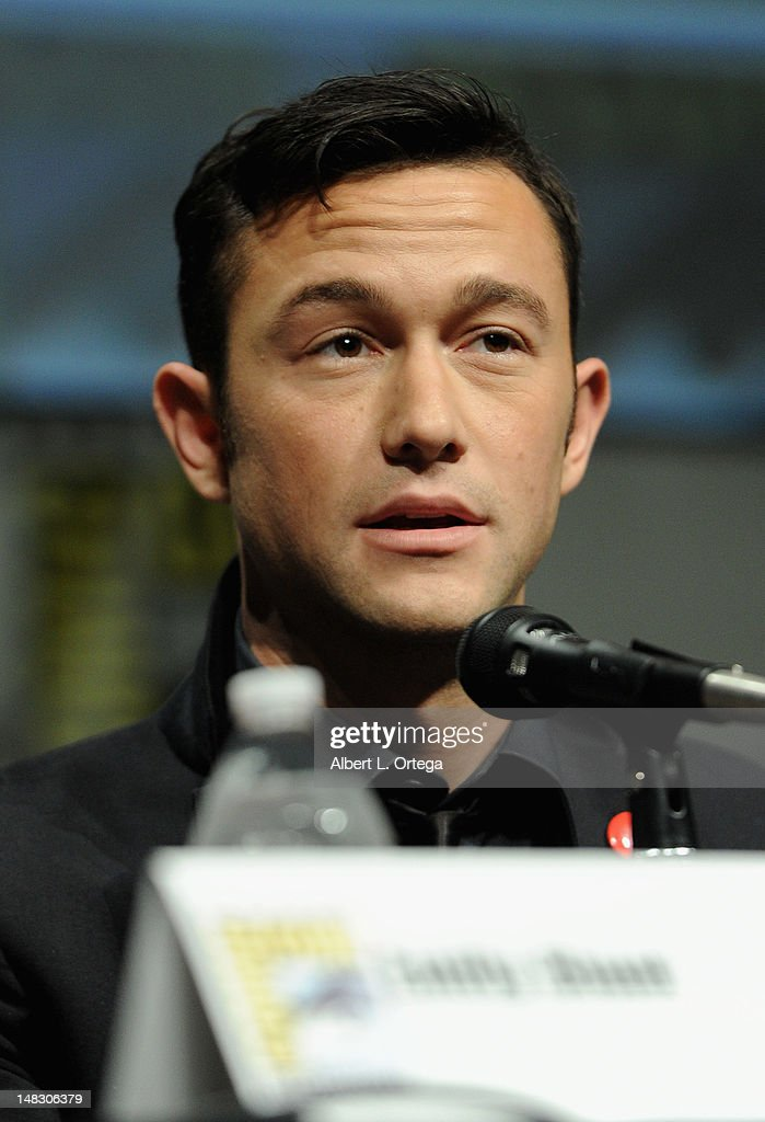 Actor <a gi-track='captionPersonalityLinkClicked' href=/galleries/search?phrase=Joseph+Gordon-Levitt&family=editorial&specificpeople=213632 ng-click='$event.stopPropagation()'>Joseph Gordon-Levitt</a> speaks during Sony's 'Looper' panel during Comic-Con International 2012 at San Diego Convention Center on July 13, 2012 in San Diego, California.