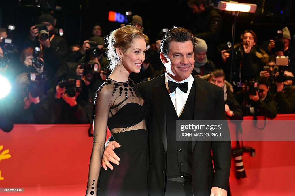 US actor Josh Brolin (R) and Kathryn Boyd pose for photographers as he arrives on the red carpet for the film 'Hail, Caesar!' screening as opening film of the 66th Berlinale Film Festival in Berlin on February 11, 2016. Eighteen pictures will vie for the Golden Bear top prize at the event which runs from February 11 to 21, 2016. / AFP / John MACDOUGALL