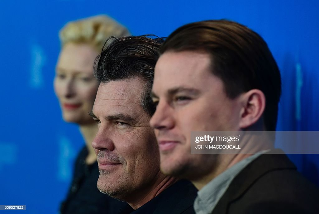 US actor Josh Brolin (C) poses during a photocall for the film 'Hail Caesar' during the Berlinale Film Festival in Berlin on February 11, 2016. / AFP / John MACDOUGALL