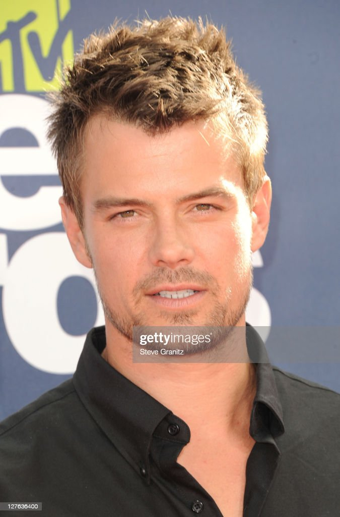 Actor <a gi-track='captionPersonalityLinkClicked' href=/galleries/search?phrase=Josh+Duhamel&family=editorial&specificpeople=208740 ng-click='$event.stopPropagation()'>Josh Duhamel</a> arrives at the 2011 MTV Movie Awards at Universal Studios' Gibson Amphitheatre on June 5, 2011 in Universal City, California.