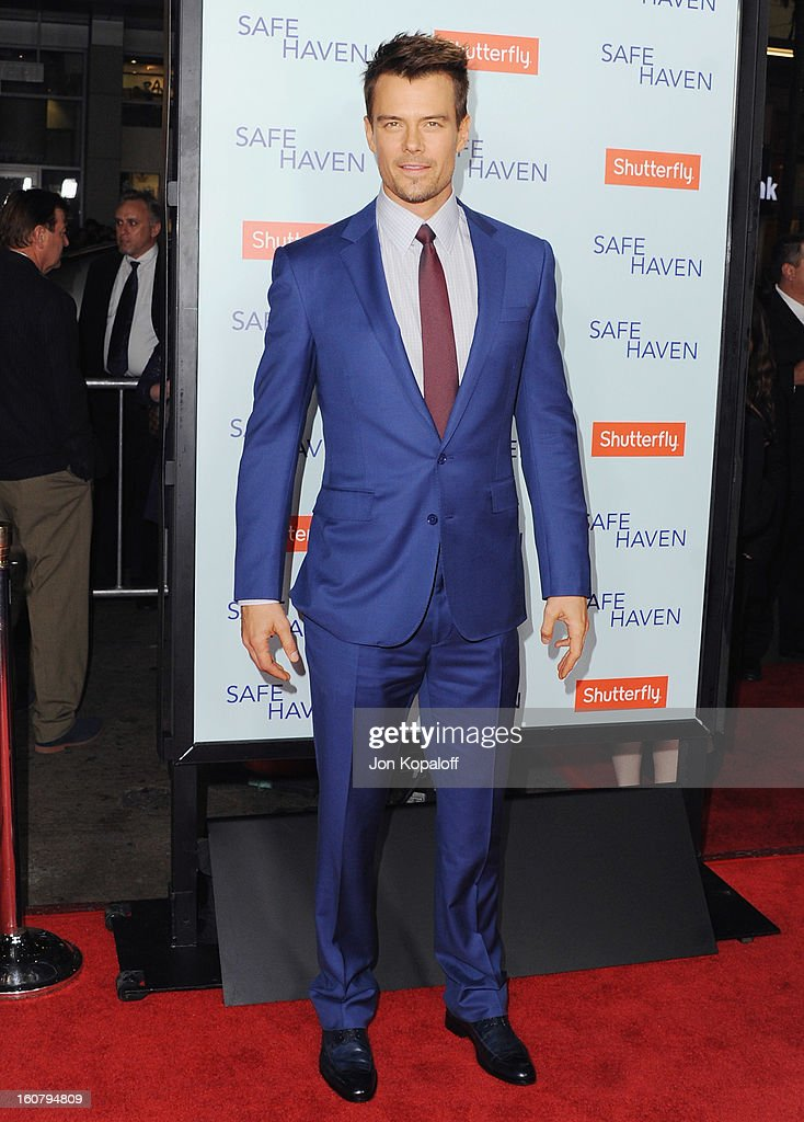 Actor Josh Duhamel arrives at the Los Angeles Premiere 'Safe Haven' at TCL Chinese Theatre on February 5, 2013 in Hollywood, California.