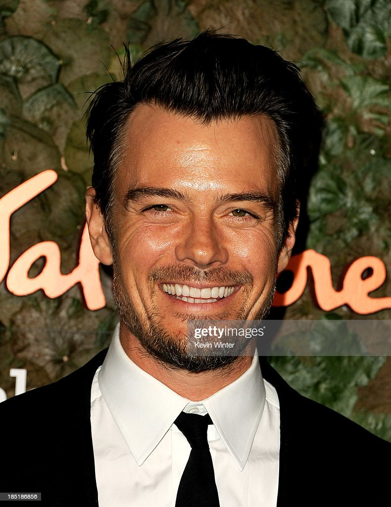 Actor <a gi-track='captionPersonalityLinkClicked' href=/galleries/search?phrase=Josh+Duhamel&family=editorial&specificpeople=208740 ng-click='$event.stopPropagation()'>Josh Duhamel</a> arrives at the Wallis Annenberg Center For The Performing Arts Gala at the Wallis Annenberg Center For The Performing Arts on October 17, 2013 in Beverly Hills, California.