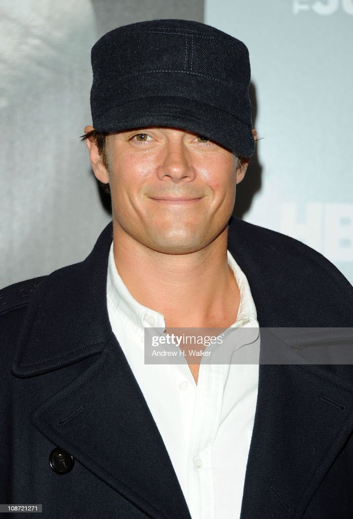 Actor Josh Duhamel attends the HBO Films & The Cinema Society screening of 'Sunset Limited' at the Time Warner Screening Room on February 1, 2011 in New York City.