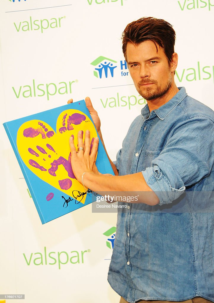 Actor <a gi-track='captionPersonalityLinkClicked' href=/galleries/search?phrase=Josh+Duhamel&family=editorial&specificpeople=208740 ng-click='$event.stopPropagation()'>Josh Duhamel</a> attends the Valspar Hearts and Hands for Habitat unveiling at Bath House Studios on August 19, 2013 in New York City.