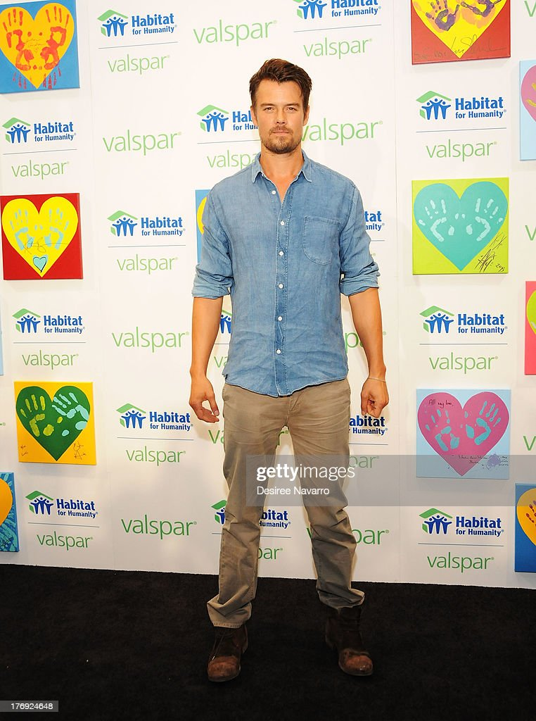 Actor <a gi-track='captionPersonalityLinkClicked' href=/galleries/search?phrase=Josh+Duhamel&family=editorial&specificpeople=208740 ng-click='$event.stopPropagation()'>Josh Duhamel</a> attends the Valspar Hearts and Hands for Habitat unvieling at Bath House Studios on August 19, 2013 in New York City.