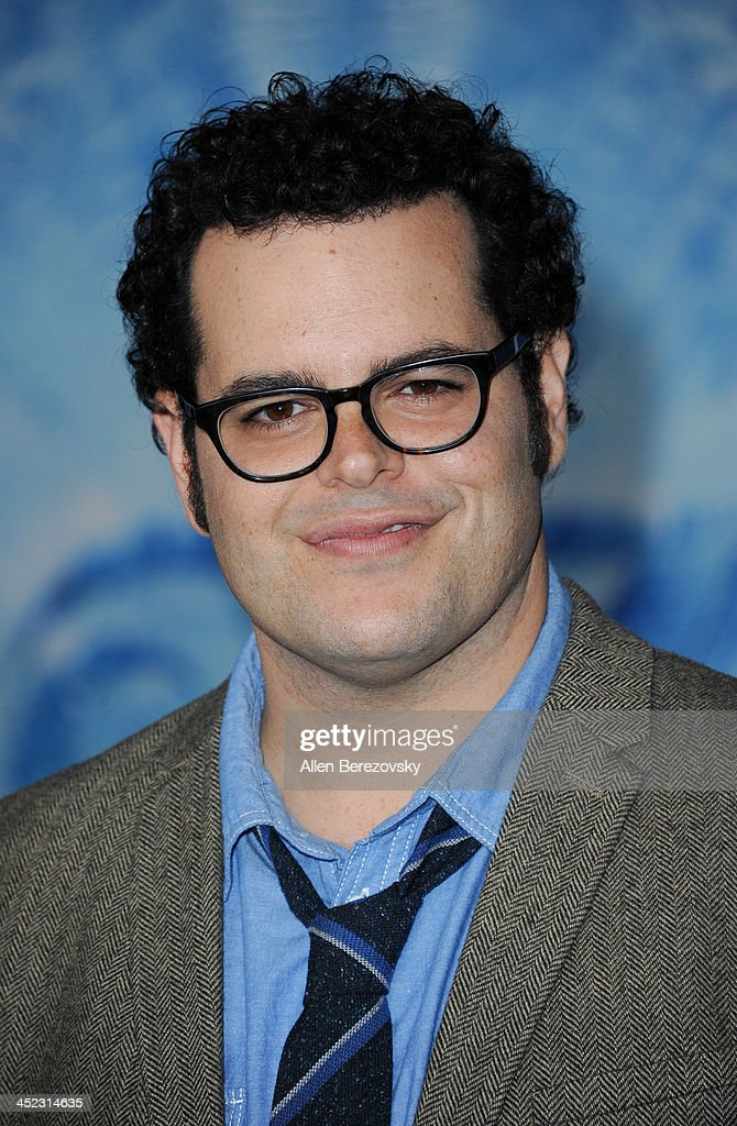 Actor <a gi-track='captionPersonalityLinkClicked' href=/galleries/search?phrase=Josh+Gad&family=editorial&specificpeople=4196023 ng-click='$event.stopPropagation()'>Josh Gad</a> arrives at the Los Angeles premiere of Disney's 'Frozen' at the El Capitan Theatre on November 19, 2013 in Hollywood, California.