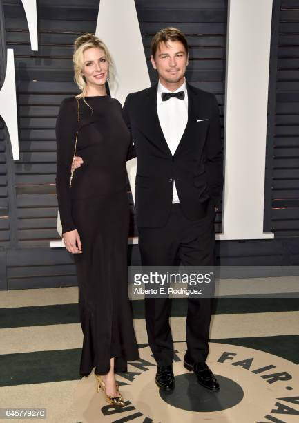 Actor Josh Hartnett and Tamsin Egerton attends the 2017 Vanity Fair Oscar Party hosted by Graydon Carter at Wallis Annenberg Center for the...