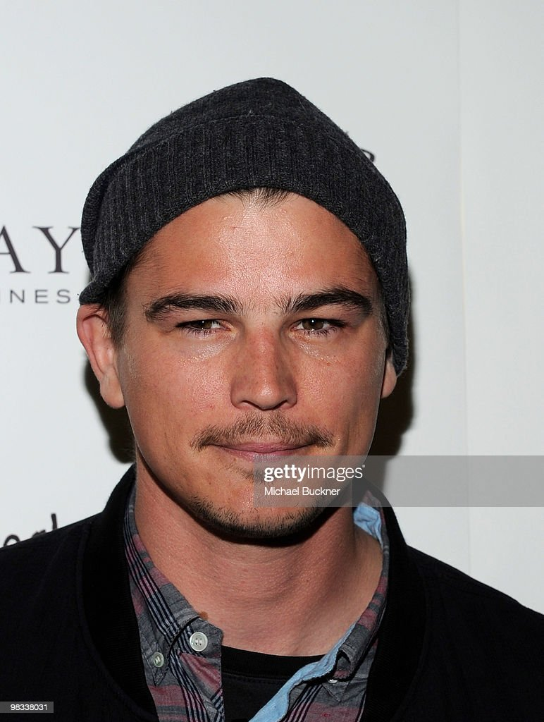 Actor <a gi-track='captionPersonalityLinkClicked' href=/galleries/search?phrase=Josh+Hartnett&family=editorial&specificpeople=206503 ng-click='$event.stopPropagation()'>Josh Hartnett</a> arrives at the premiere of IFC Films' 'Breaking Upwards' at the Silent Movie Theatre on April 8, 2010 in Los Angeles, California.