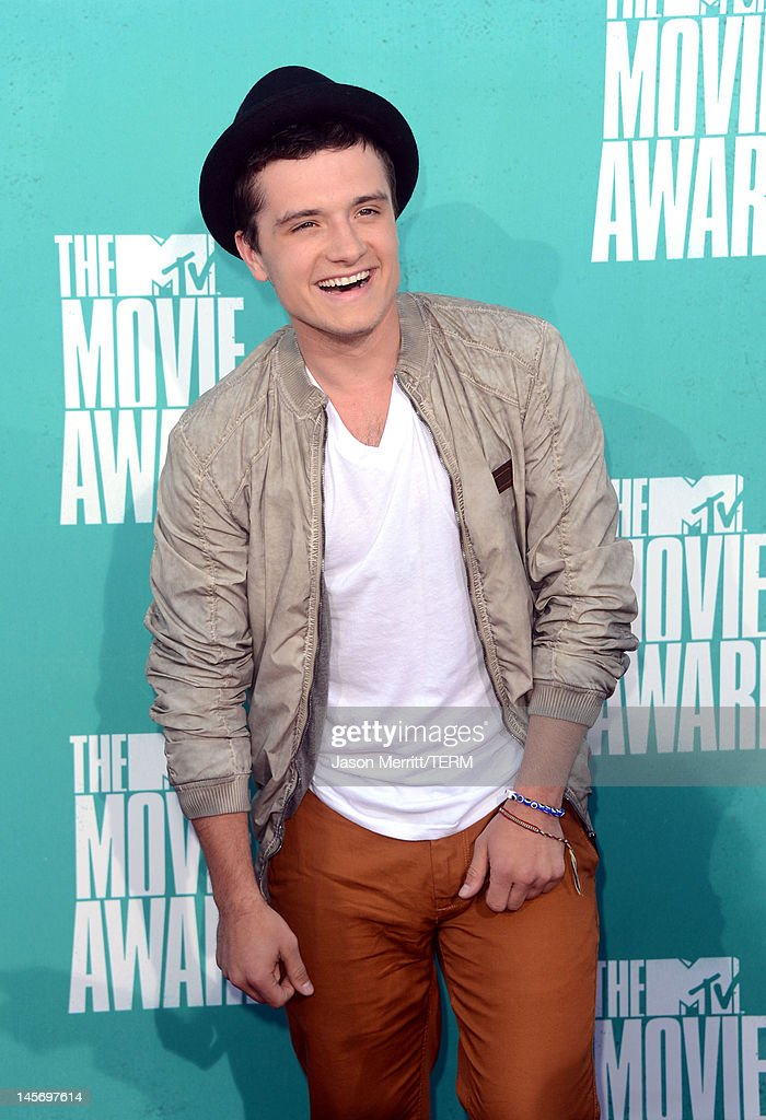 Actor Josh Hutcherson arrives at the 2012 MTV Movie Awards held at Gibson Amphitheatre on June 3, 2012 in Universal City, California.