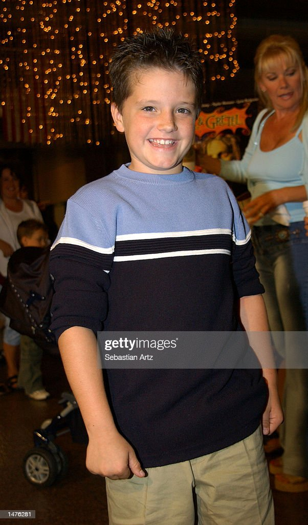 Actor Josh Hutcherson arrives at the premiere of the movie 'Hansel & Gretel' on October 14, 2002 in Los Angeles, California.