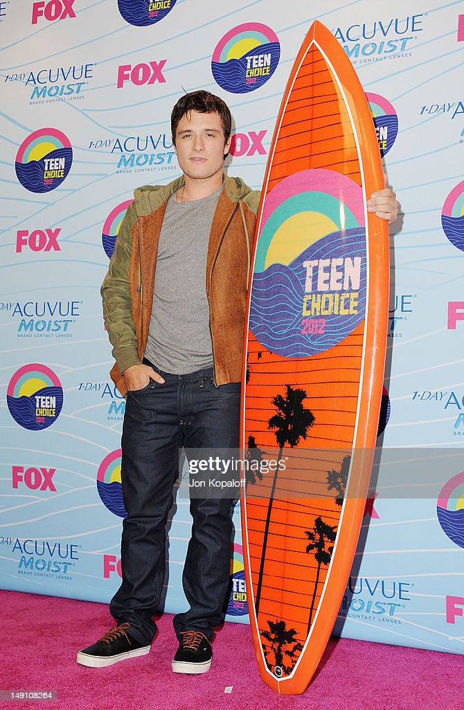 Actor <a gi-track='captionPersonalityLinkClicked' href=/galleries/search?phrase=Josh+Hutcherson&family=editorial&specificpeople=673588 ng-click='$event.stopPropagation()'>Josh Hutcherson</a> poses in the press room at the 2012 Teen Choice Awards at Gibson Amphitheatre on July 22, 2012 in Universal City, California.