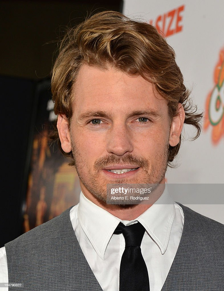 Actor Josh Pence arrives to the premiere of Paramount Pictures' 'Fun Size' at Paramount Theater on the Paramount Studios lot on October 25, 2012 in Hollywood, California.