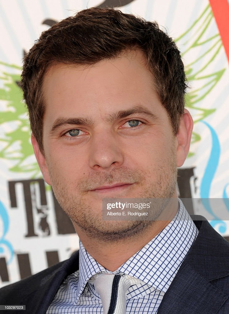 Actor Joshua Jackson arrives at the 2010 Teen Choice Awards at Gibson Amphitheatre on August 8, 2010 in Universal City, California.