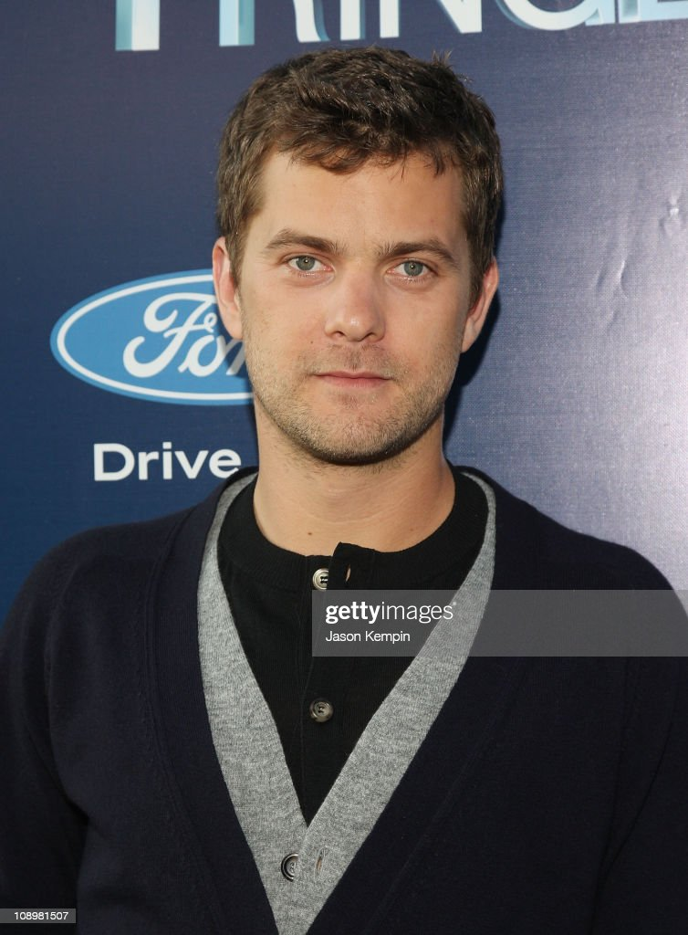 Actor <a gi-track='captionPersonalityLinkClicked' href=/galleries/search?phrase=Joshua+Jackson+-+Actor&family=editorial&specificpeople=208160 ng-click='$event.stopPropagation()'>Joshua Jackson</a> attends 'Fringe' New York premiere party at The Xchange on August 25, 2008 in New York City.