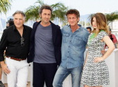Actor Judd Hirsch director Paolo Sorrentino actor Sean Penn and actress Eve Hewson attend the 'This Must Be The Place' photocall during the 64th...