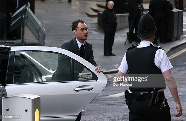 Actor Jude Law arrives for the phonehacking trial to give evidence at Old Bailey on January 27 2014 in London England Downing Street's former...