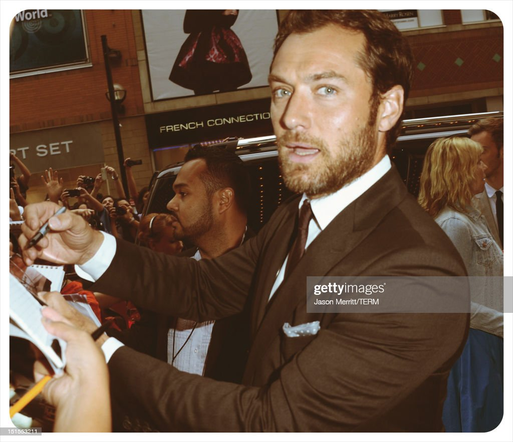 Actor <a gi-track='captionPersonalityLinkClicked' href=/galleries/search?phrase=Jude+Law&family=editorial&specificpeople=156401 ng-click='$event.stopPropagation()'>Jude Law</a> attends the 'Anna Karenina' premiere during the 2012 Toronto International Film Festival at The Elgin on September 7, 2012 in Toronto, Canada.