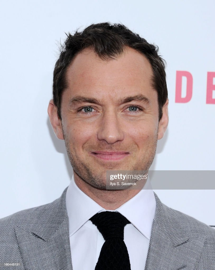 Actor <a gi-track='captionPersonalityLinkClicked' href=/galleries/search?phrase=Jude+Law&family=editorial&specificpeople=156401 ng-click='$event.stopPropagation()'>Jude Law</a> attends the premiere of 'Side Effects' hosted by Open Road with The Cinema Society and Michael Kors at AMC Lincoln Square Theater on January 31, 2013 in New York City.