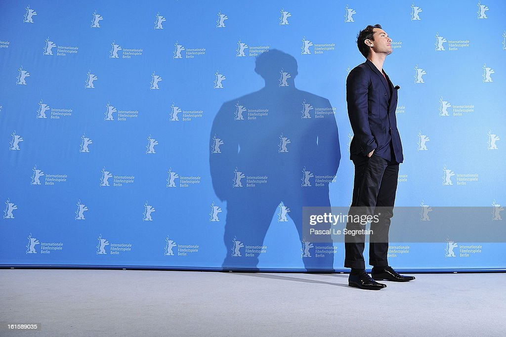 Actor <a gi-track='captionPersonalityLinkClicked' href=/galleries/search?phrase=Jude+Law&family=editorial&specificpeople=156401 ng-click='$event.stopPropagation()'>Jude Law</a> attends the 'Side Effects' Photocall during the 63rd Berlinale International Film Festival at the Grand Hyatt Hotel on February 12, 2013 in Berlin, Germany.