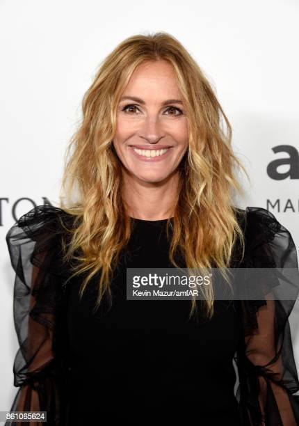 Actor Julia Roberts attends the amfAR Gala Los Angeles 2017 at Ron Burkle's Green Acres Estate on October 13 2017 in Beverly Hills California