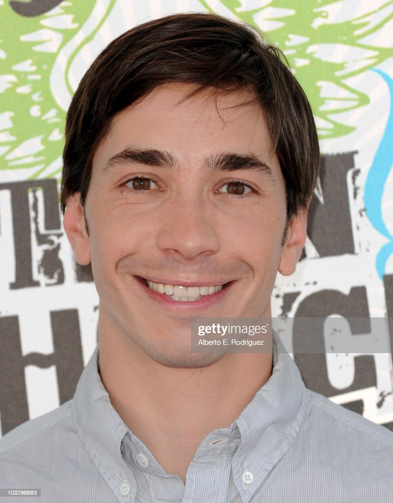 Actor <a gi-track='captionPersonalityLinkClicked' href=/galleries/search?phrase=Justin+Long&family=editorial&specificpeople=240305 ng-click='$event.stopPropagation()'>Justin Long</a> arrives at the 2010 Teen Choice Awards at Gibson Amphitheatre on August 8, 2010 in Universal City, California.