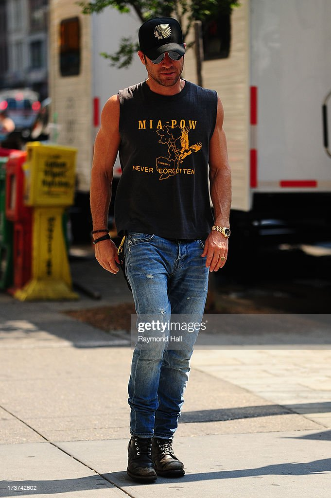Actor <a gi-track='captionPersonalityLinkClicked' href=/galleries/search?phrase=Justin+Theroux&family=editorial&specificpeople=240634 ng-click='$event.stopPropagation()'>Justin Theroux</a> is seen on the set of 'Squirrels to the Nuts' on July 17, 2013 in New York City.