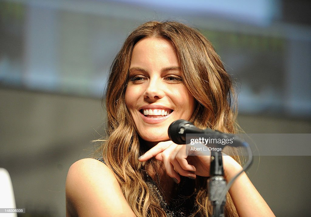 Actor <a gi-track='captionPersonalityLinkClicked' href=/galleries/search?phrase=Kate+Beckinsale&family=editorial&specificpeople=202911 ng-click='$event.stopPropagation()'>Kate Beckinsale</a> speaks during Sony's 'Total Recall' panel during Comic-Con International 2012 at San Diego Convention Center on July 13, 2012 in San Diego, California.