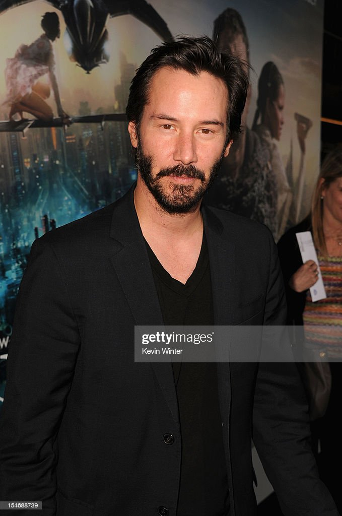 Actor <a gi-track='captionPersonalityLinkClicked' href=/galleries/search?phrase=Keanu+Reeves&family=editorial&specificpeople=171568 ng-click='$event.stopPropagation()'>Keanu Reeves</a> arrives at Warner Bros. Pictures' 'Cloud Atlas' premiere at Grauman's Chinese Theatre on October 24, 2012 in Hollywood, California.