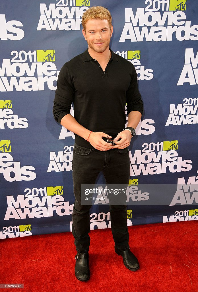 Actor <a gi-track='captionPersonalityLinkClicked' href=/galleries/search?phrase=Kellan+Lutz&family=editorial&specificpeople=683287 ng-click='$event.stopPropagation()'>Kellan Lutz</a> arrives at the 2011 MTV Movie Awards at Universal Studios' Gibson Amphitheatre on June 5, 2011 in Universal City, California.