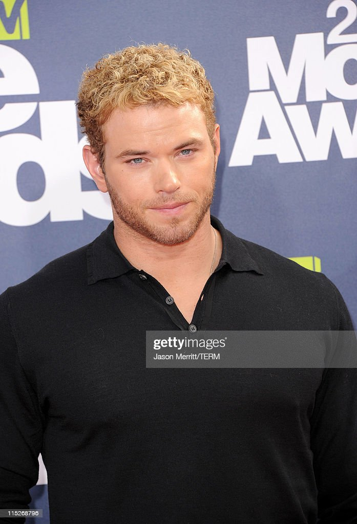 Actor Kellan Lutz arrives at the 2011 MTV Movie Awards at Universal Studios' Gibson Amphitheatre on June 5, 2011 in Universal City, California.