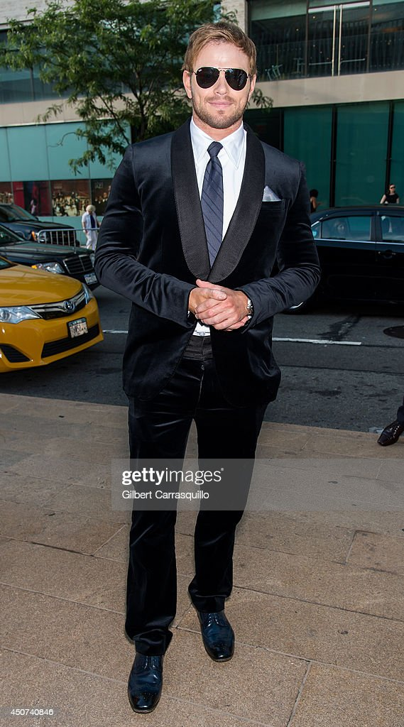 Actor Kellan Lutz arrives to the 2014 Fragrance Foundation awards at Alice Tully Hall, Lincoln Cente on June 16, 2014 in New York City.