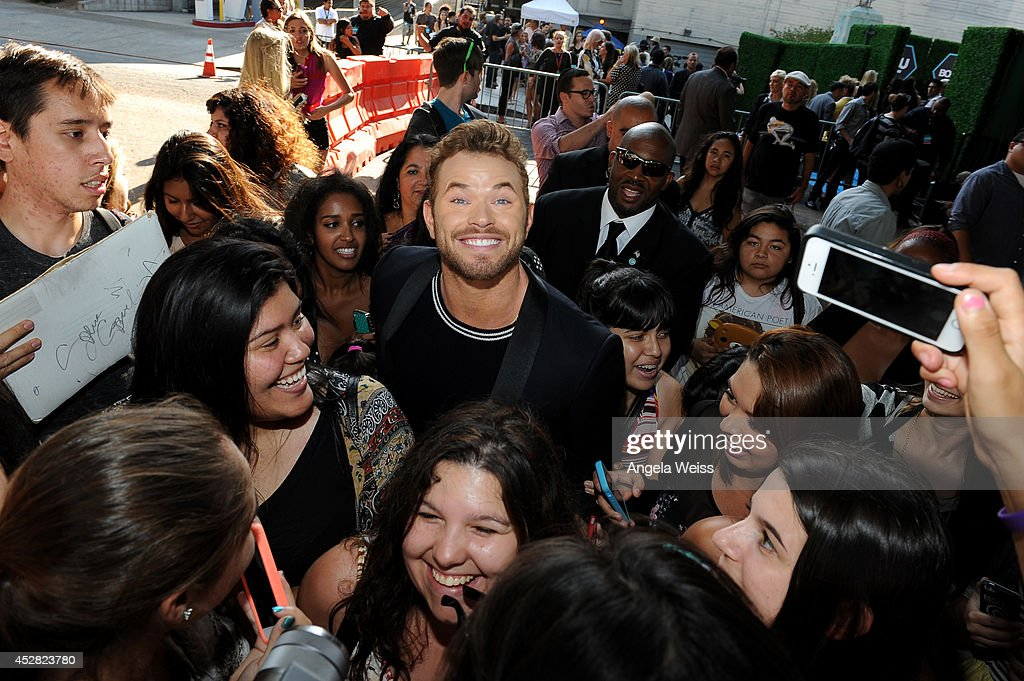 Actor <a gi-track='captionPersonalityLinkClicked' href=/galleries/search?phrase=Kellan+Lutz&family=editorial&specificpeople=683287 ng-click='$event.stopPropagation()'>Kellan Lutz</a> (C) attends the 2014 Young Hollywood Awards brought to you by Samsung Galaxy at The Wiltern on July 27, 2014 in Los Angeles, California.
