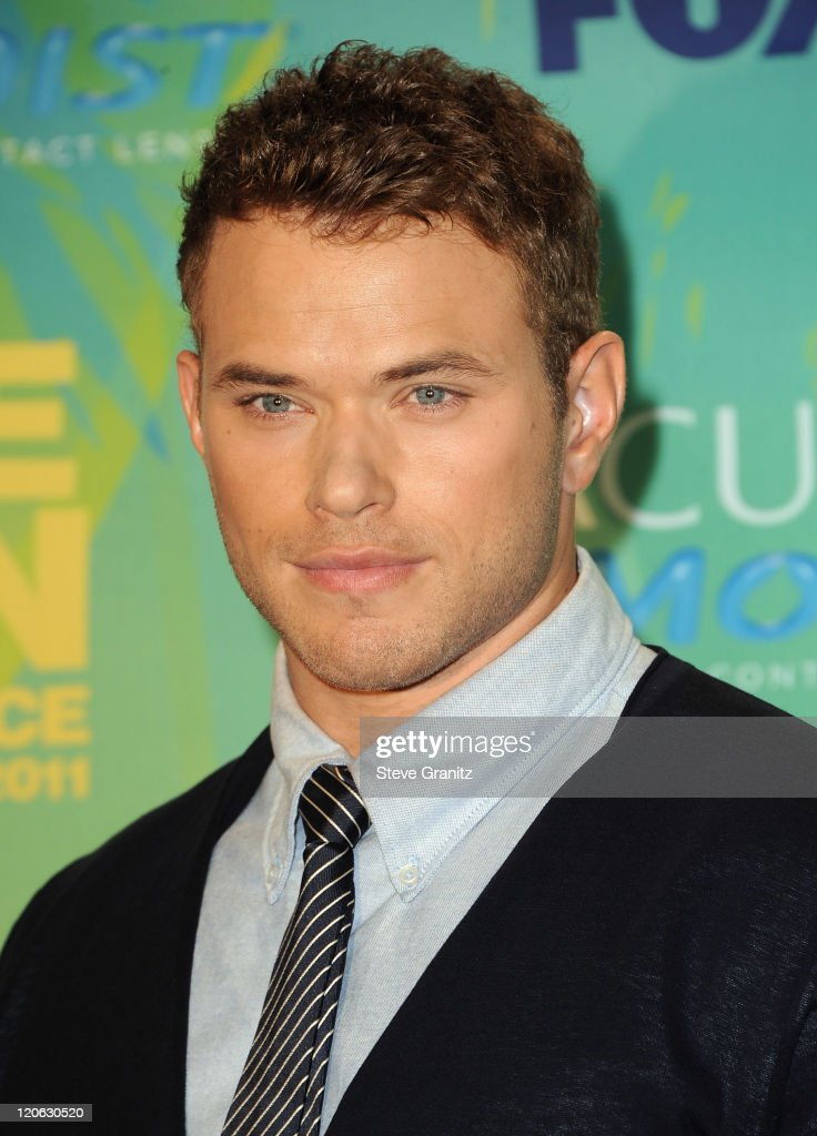 Actor <a gi-track='captionPersonalityLinkClicked' href=/galleries/search?phrase=Kellan+Lutz&family=editorial&specificpeople=683287 ng-click='$event.stopPropagation()'>Kellan Lutz</a> poses in the press room at the 2011 Teen Choice Awards held at the Gibson Amphitheatre on August 7, 2011 in Universal City, California.