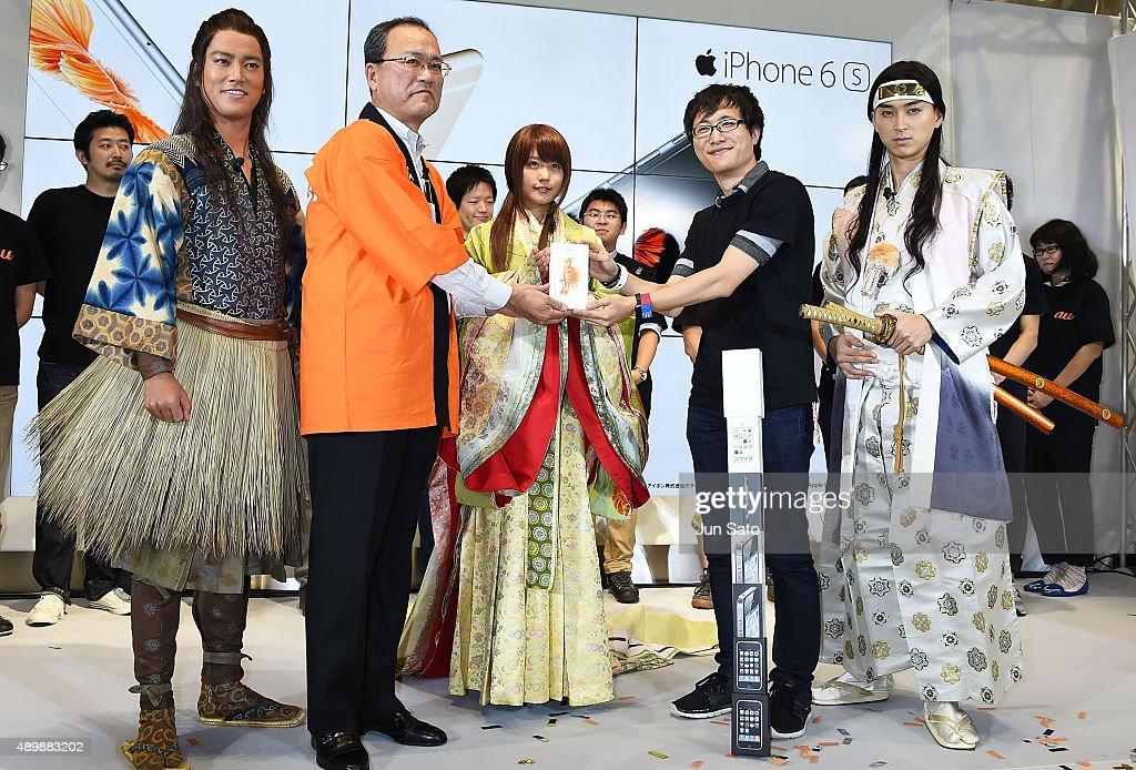 Actor Kenta Kiritani CEO of KDDI Takashi Tanaka actress Kasumi Arimura guest and actor Shota Matsuda attend the news conference of launching iPhone...